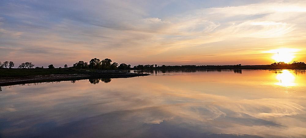 Die Elbe bietet bei jedem Wetter und zu jeder Tageszeit immer wieder sensationelle Augenblicke wunderbaren Naturerlebens.