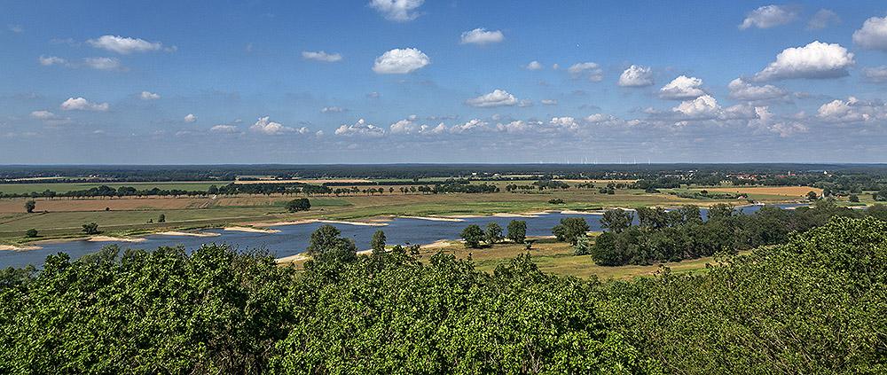 Der Blick vom Höhbeck auf die Auenlandschaft der Elbe.